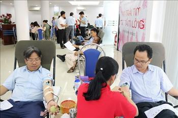 """CBCNV Tổng công ty Phát điện 2 đóng góp 463 đơn vị máu cho ngân hàng máu trong """"Tuần lễ hồng EVN"""" lần thứ V"""