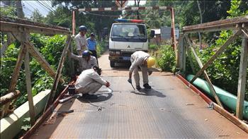 Thủy điện Thác Mơ chung tay cùng địa phương sửa chữa đường giao thông