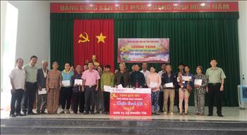 Tổ chức tặng quà tết cho đồng bào nghèo và gia đình chính sách nhân dịp xuân Canh Tý - 2020