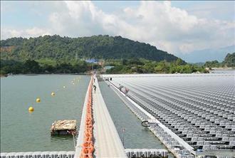 """""""Điểm danh"""" các hệ thống điện mặt trời nổi quy mô lớn trên thế giới"""
