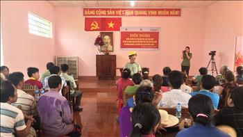 Công ty Cổ phần Thủy điện Thác Mơ phối hợp với công an tỉnh Bình Phước tổ chức tuyên truyền các văn bản pháp luật nhà nước về bảo vệ hành lang công trình, hồ chứa
