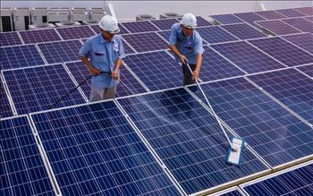 """Mở """"nút thắt"""" cho năng lượng tái tạo"""