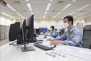 Công đoàn Điện lực Việt Nam hỗ trợ 270 triệu đồng cho người lao động các đơn vị trực Vận hành hệ thống điện phục vụ công tác phòng, chống dịch Covid-19.