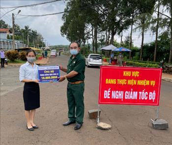 Công ty Cổ phần Thuỷ điện Thác Mơ thăm và tặng quà cho các chốt kiểm soát phòng, chống dịch bệnh Covid-19 trên địa bàn thị xã Phước Long