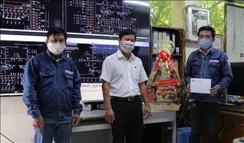 Công đoàn Điện lực Việt Nam tiếp tục hỗ trợ hơn 500 triệu đồng cho CBCNV bị ảnh hưởng dịch bệnh